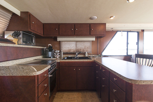 55' Gibson 5500 2005 Galley