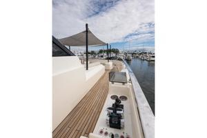 108' Custom Line Navetta 33 M 2018