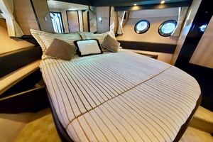 50' Marquis 500 Sport Bridge 2011 Master Berth