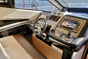 50' Marquis 500 Sport Bridge 2011 Lower Helm