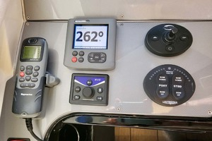 50' Marquis 500 Sport Bridge 2011 VHF, AP, Bow Thruster