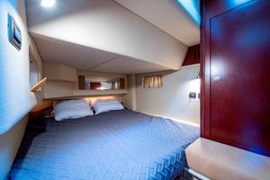 44' Sea Ray Cruiser 2006 44 Sundancer_Guest Stateroom1