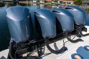 42' Hydra-sports 4200 Sportfish 2011 42 HCB_Engines1