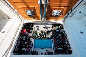42' Boston Whaler 420 Outrage 2016 420 Outrage_Cockpit5