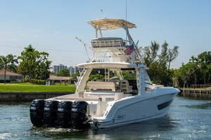 42' Boston Whaler 420 Outrage 2016 420 Outrage_Stern Profile3