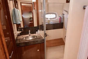 54' Sea Ray Sundancer 2012 Interior   2012 Sea Ray 540 Sundancer_0184