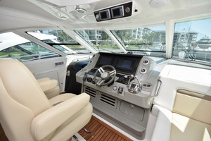 54' Sea Ray Sundancer 2012 2012 Sea Ray 540 Sundancer_0161