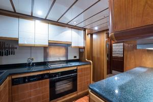 94' Custom Line Ferretti Custom Line Motoryacht 2001 Lady Breanna_galley_5