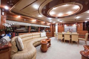 94' Custom Line Ferretti Custom Line Motoryacht 2001 Lady Breanna_salon_3