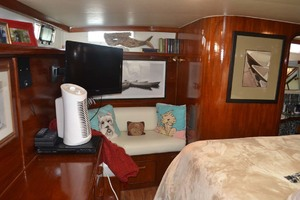 49' Gulfstar Motor Yacht 1987 Master Settee