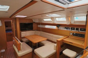 44' Jeanneau Sun Odyssey 44i 2010 Salon Seating