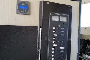 43' Farrier 44 SC 2014 Electrical Panel