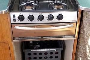 43' Farrier 44 SC 2014 Smev 4 Burner LPG Stove With Broiler