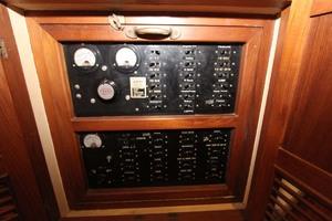 42' Chien Hwa Krogen 42 1982 AC and DC Panels