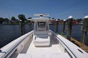 37' Intrepid 370 Open 2009 Center Console Fwd. Seat