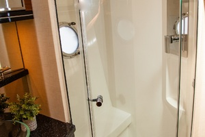 50' Marquis  500 Sport Coupe 2009 Master Stall Shower
