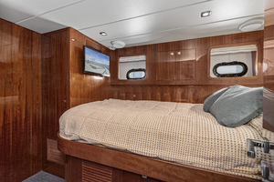 76' Hampton 76' Skylounge Motoryacht 2014 GUEST STATEROOM