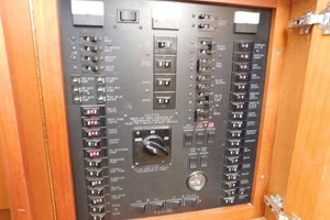 48' Ocean Yachts Ss 1998 Electrical Panel