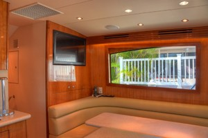 54' Hatteras Convertible 2003 Dinette
