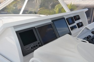 54' Hatteras Convertible 2003 Electronics