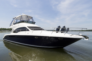 52' Sea Ray 500 Sedan Bridge 2005 STBD bow profile 2
