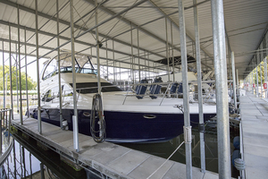 52' Sea Ray 500 Sedan Bridge 2005 STBD bow profile (in slip)