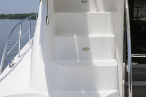 52' Sea Ray 500 Sedan Bridge 2005 Steps to the flybridge