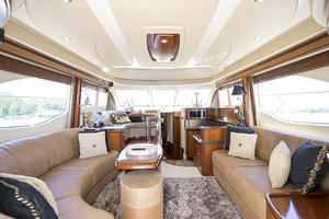 52' Sea Ray 500 Sedan Bridge 2005 Salon looking forward
