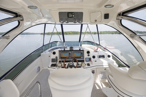 52' Sea Ray 500 Sedan Bridge 2005 Helm station