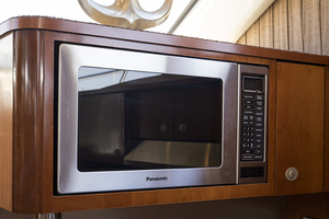 52' Sea Ray 500 Sedan Bridge 2005 Panasonic microwave