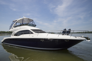52' Sea Ray 500 Sedan Bridge 2005 STBD bow profile 3