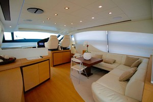 72' Pershing  2008 Salon