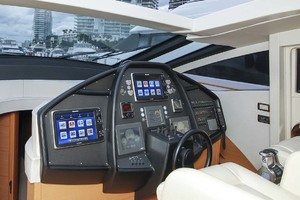 72' Pershing  2008 Helm Electronincs