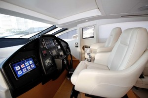72' Pershing  2008 Helm Station