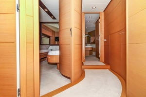72' Pershing  2008 VIP and Guest Staterooms