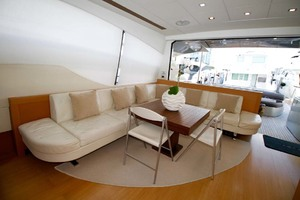 72' Pershing  2008 Salon Settee