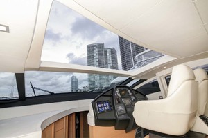 72' Pershing  2008 Helm Open