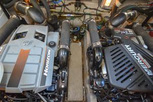 38' Sea Ray 38 Sundancer 2007 Engine Room
