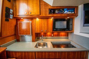 Fish Whisperer is a Albemarle 41 Express Yacht For Sale in Freeport-Fish Whisperer Albemarle 2007 41 Express-5