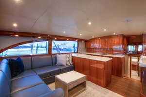 62' Titan Convertible 2019 6 Salon Port