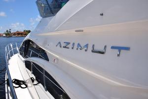 43' Azimut Flybridge Motor Yacht 2007 Side Deck, shining gelcoat
