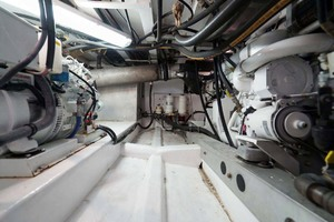 50' Dixon 50 Downeast 2004 Engine Room