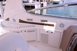 55' Sea Ray Sundancer 2004 Cockpit Port Fwd.