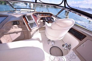 55' Sea Ray Sundancer 2004 Helm Station