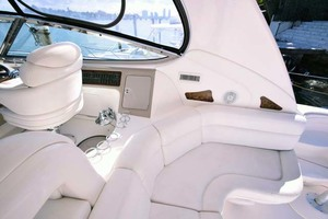 55' Sea Ray Sundancer 2004  Cockpit Seating