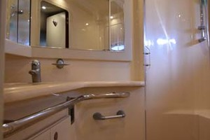 55' Sea Ray Sundancer 2004 Master Shower