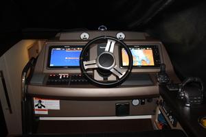 50' Prestige 500 S 2016 Helm Station