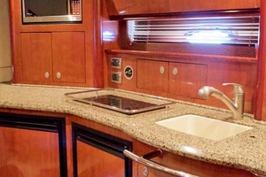 39' Sea Ray 390 Sundancer 2005 Galley - TV stowed above