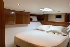 74' Viking Convertible 2005 VIP Stateroom forwar