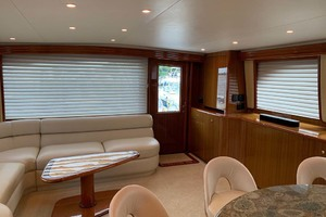 74' Viking Convertible 2005 Main Salon